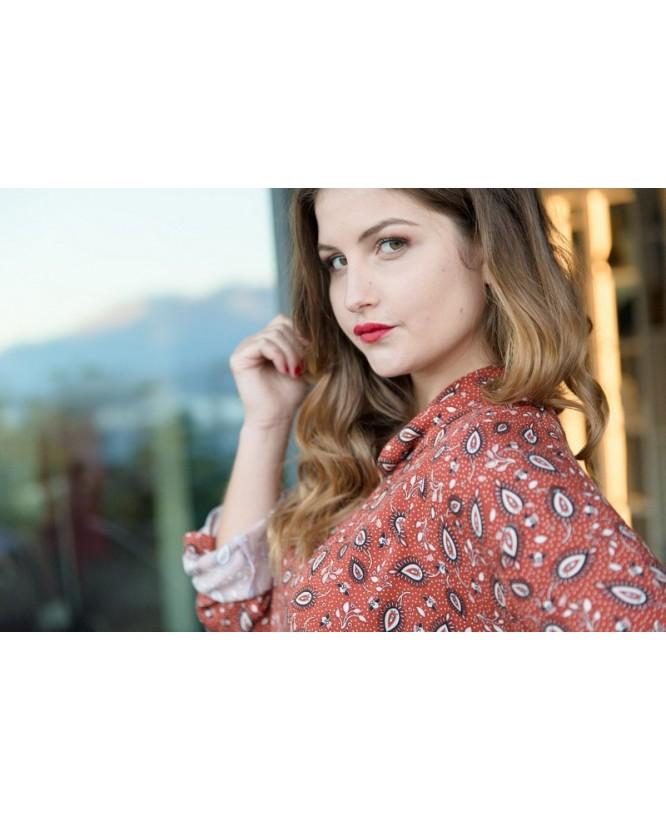 Vue de profil de la blouse hysteriko Clothilde Terra Cachemire