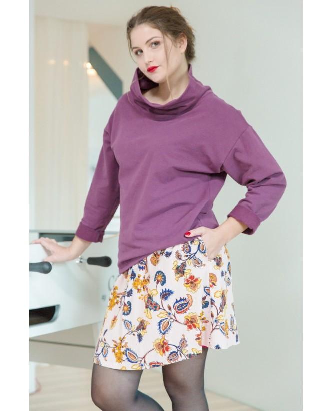 Vue de devant en pied de la Jupe Kate hysteriko Rose Paisley portée avec le sweat Camille violet