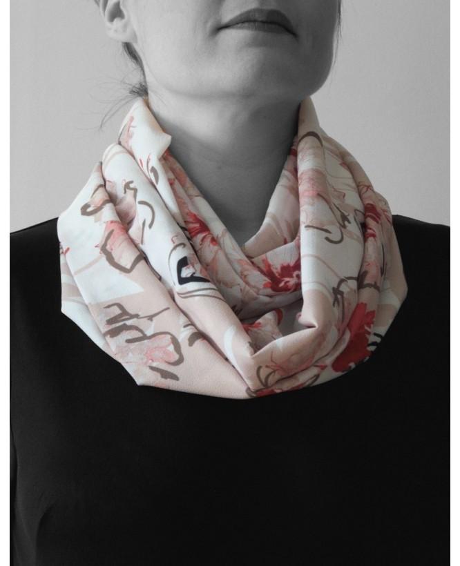 Vue de face du Snood hysteriko Sybille - Fleurs rose porté en double