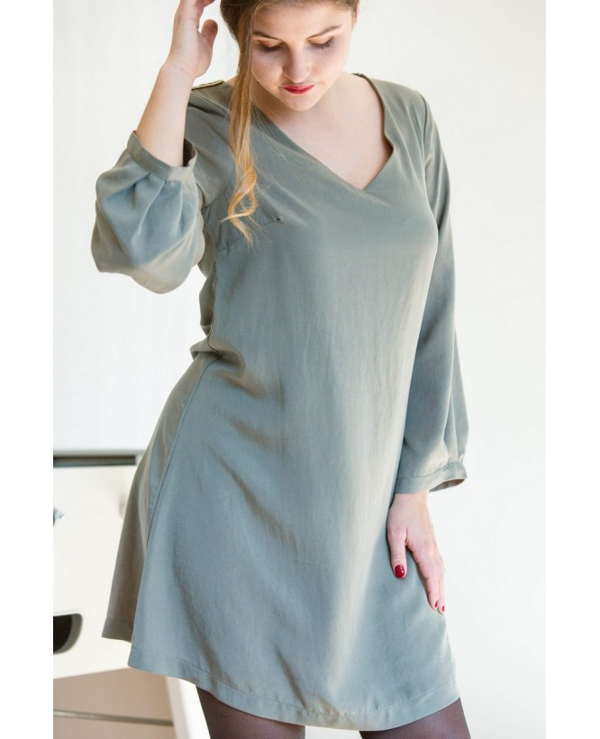 Vue de devant profil de la Robe hysteriko Antoinette Vert Tilleul