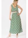 Vue de devant en pied de la robe hysteriko Anita Psychedelic green portée avec ceinture