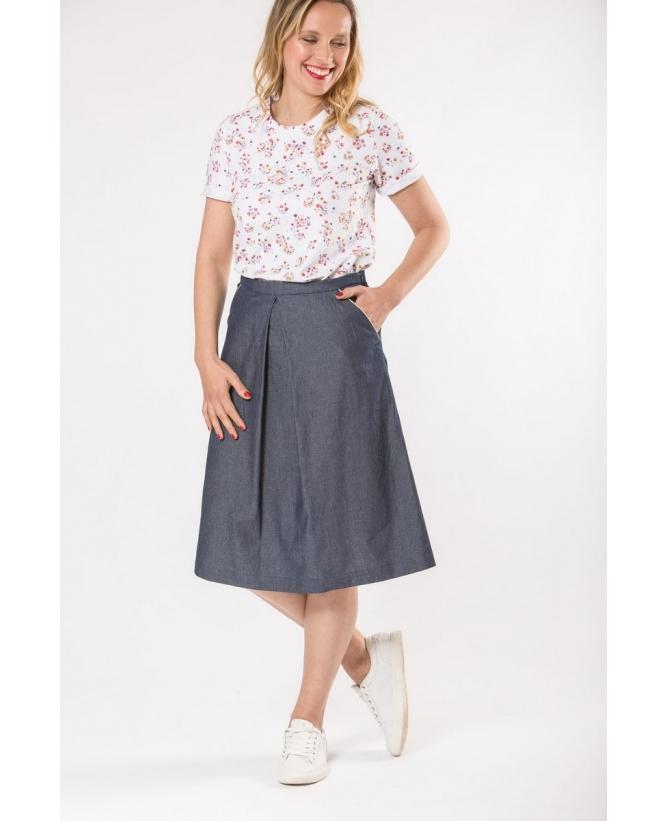 Vue de devant en pied du top hysteriko Annie Blanc petites fleurs porté avec la jupe hysteriko Eva denim